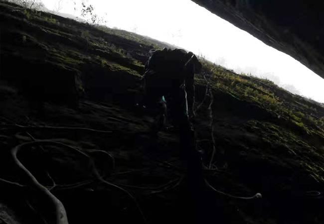 五五户外博罗马鞍山体验攀岩 穿越一线天