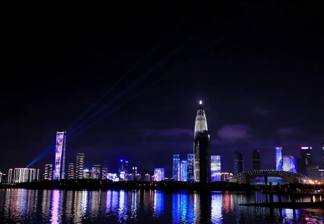 五五户外深圳湾百人荧光夜徒